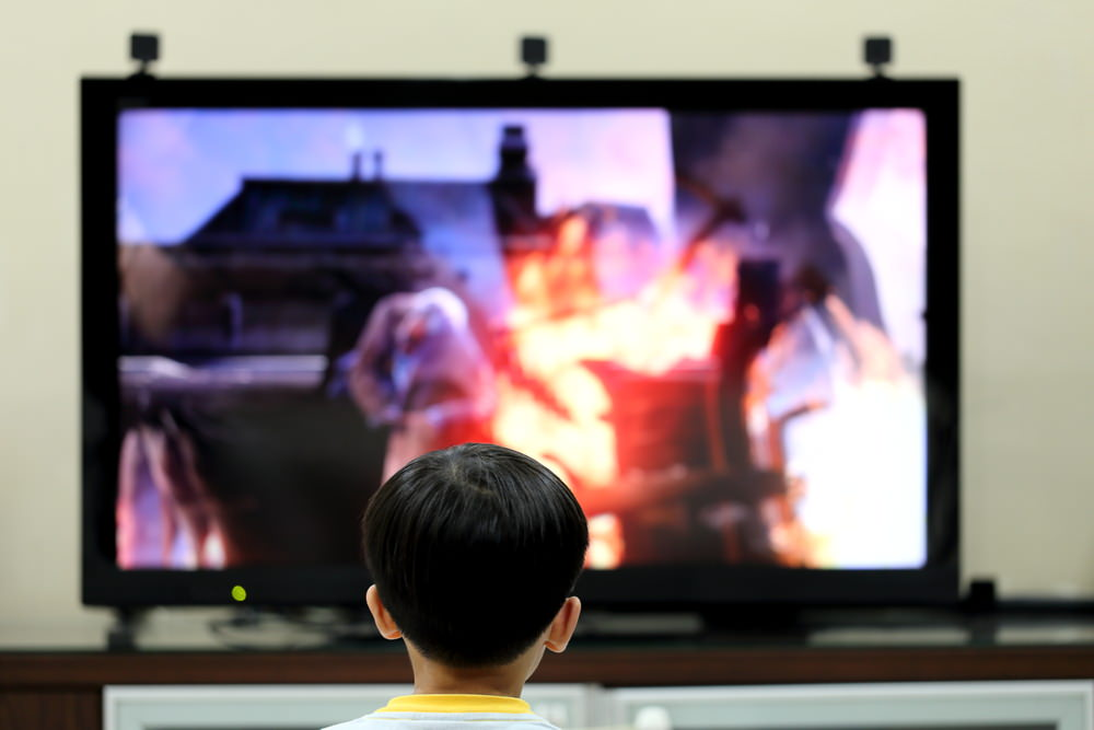 Kid_infront_of_TV