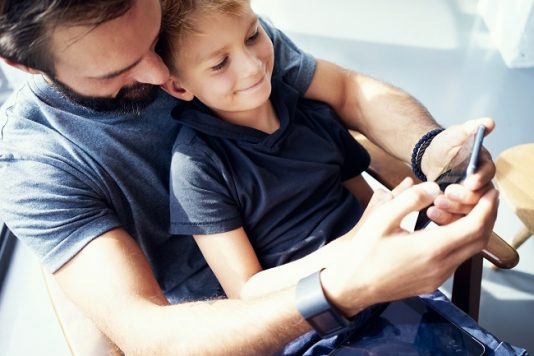 dad with child using smartphone with paretnal controls
